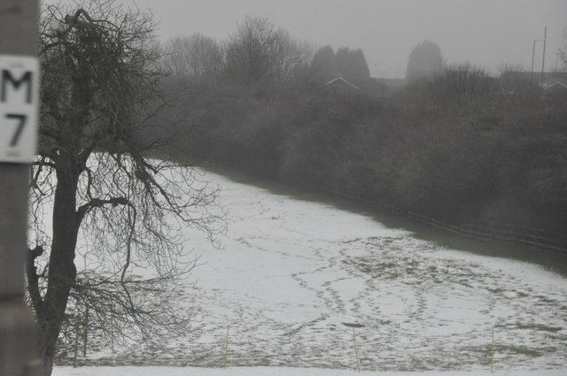 Nuneaton and Bedworth : Snowy Field