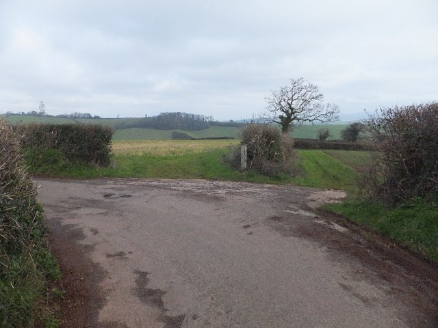 Sharp bend in the road near Broomhouse Farm