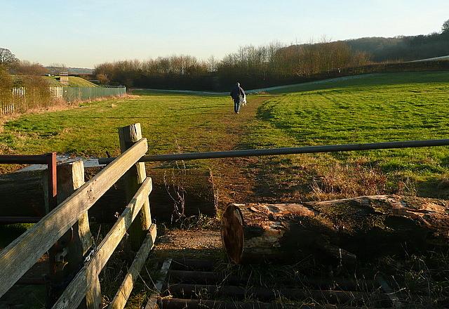 Footpath towards A413