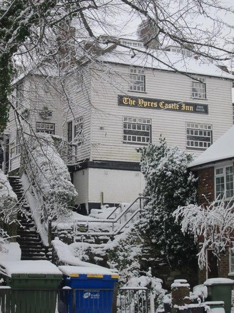 Ypress Castle Inn