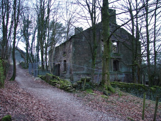 Ruined dwellinghouse