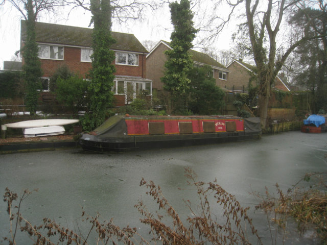 Dilapidated narrow boat