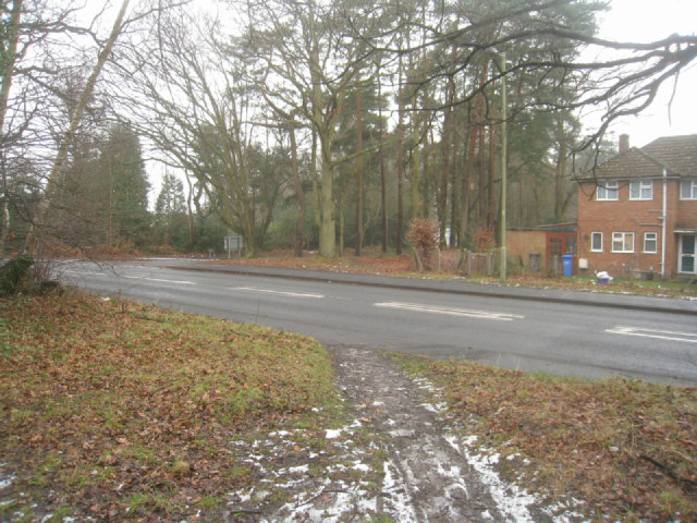 Crookham Road / Cemetery Road