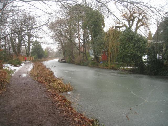 Basingstoke canal towpath