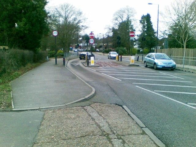 Traffic calming, Headstone Lane