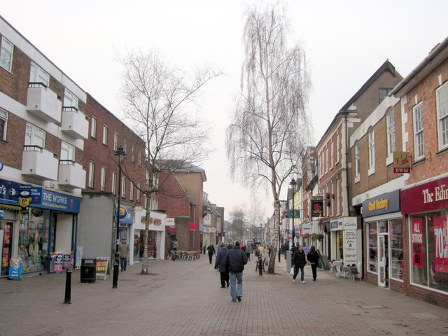 Bromsgrove High Street trees to be cut down