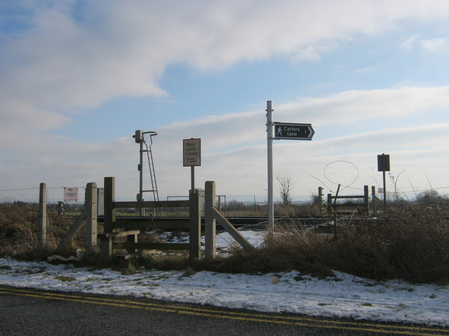 Level crossing for footpath to Carters Lane