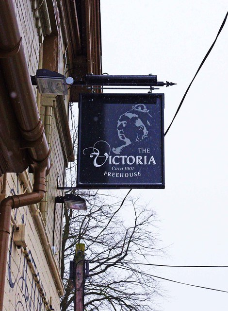The Victoria (3) - sign, 113 Hewell Road, Barnt Green