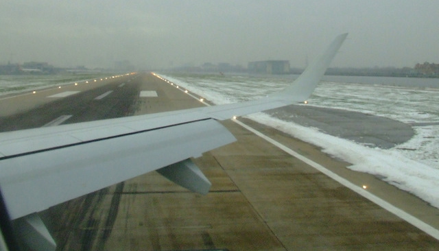 Fog and snow at London City Airport