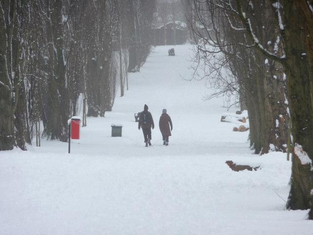 Walkers in Oakwood Park, London N14