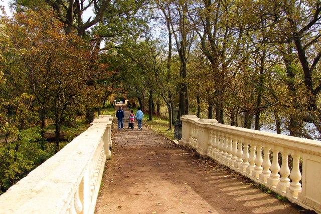 Footpath over a bridge in Stanley Park