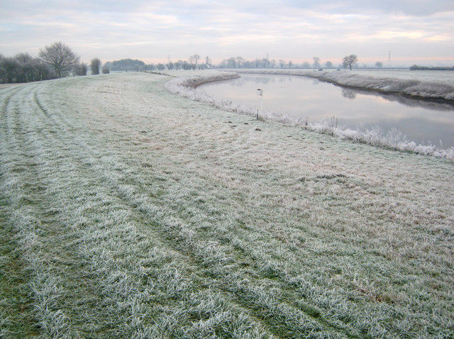 River Trent levee near Cromwell