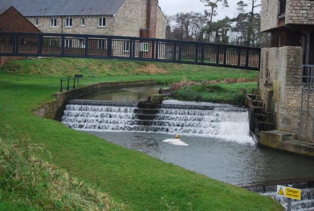 Weir, River Brit