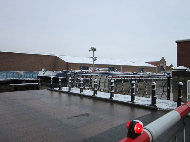The Rix Eagle makes her way down the River Hull