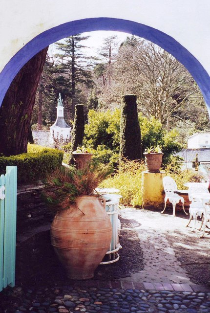 Terracotta pots, Portmeirion