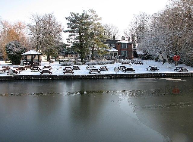 Fen Ditton: snowy beer garden at The Plough