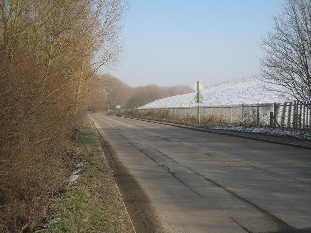 Stanwell Road / Wraysbury reservoir