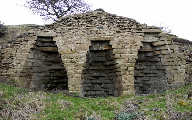 Disused lime kiln, Oaten Bank
