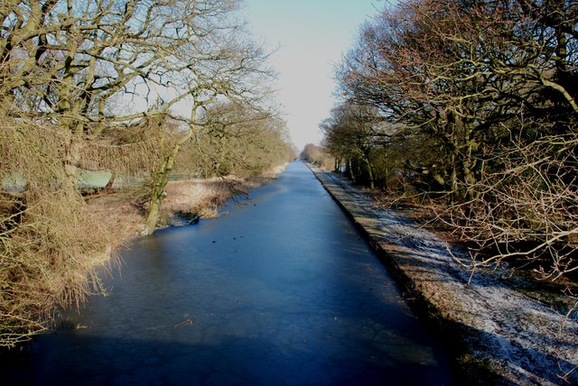 Looking North along the Wyrley and Essington Canal (Cannock Extension)