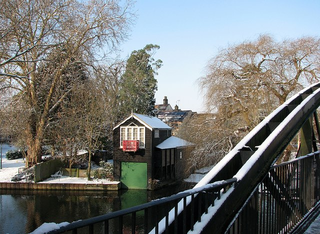 Chesterton: boathouse at Green Dragon Bridge