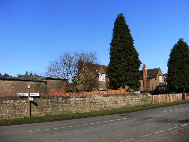 Signpost and wall at High Holbeck