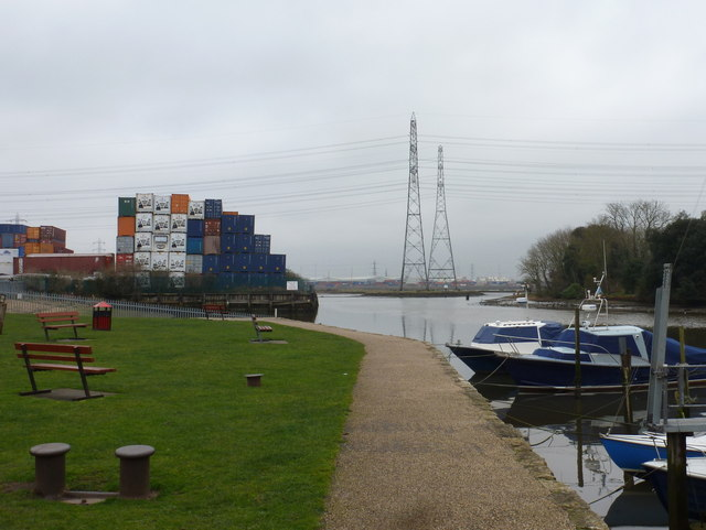 Eling: pylons and cargo