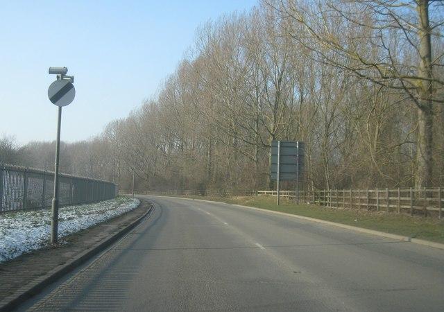 Stanwell Road north of Wraysbury reservoir