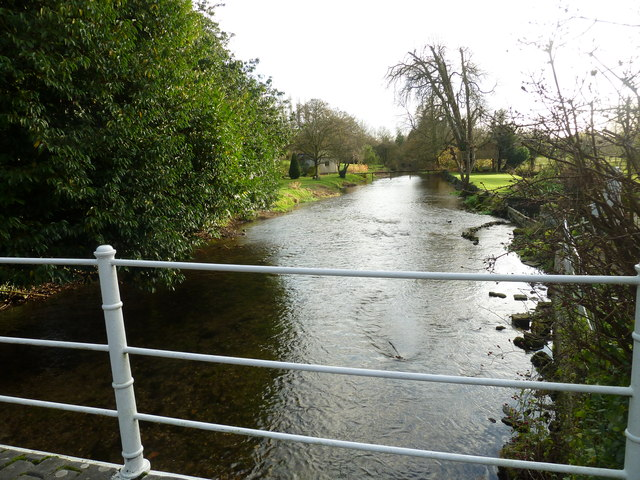 The stream looking south, as seen from the weak bridge at Upper Clatford