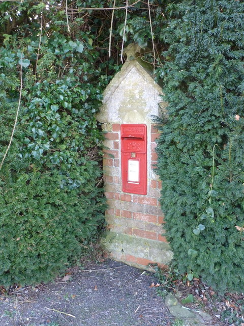 North Wootton: postbox № DT9 30