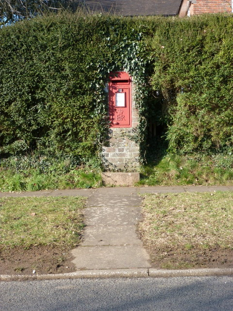 Sherborne: postbox № DT9 74, Bradford Road