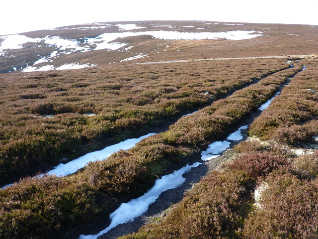On the track to Geal Charn