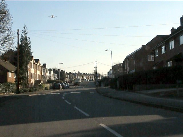 Final approach over Chipperfield Road