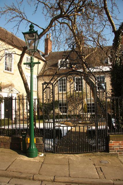 Greestone House gates
