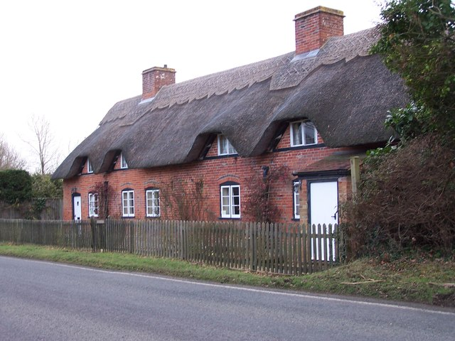 Thatched cottages near Beufre Farm