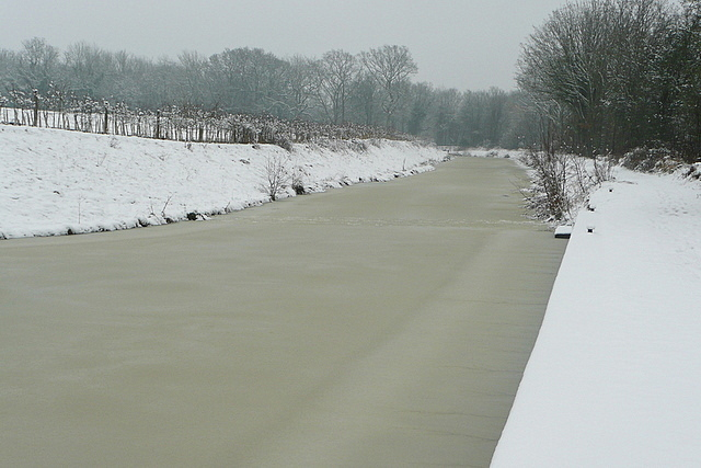 Wey and Arun Canal in snow and ice