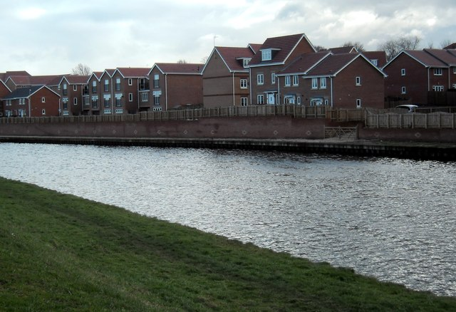 New housing on Canal side at Ferrybridge