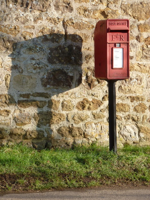 Oborne: postbox № DT9 84