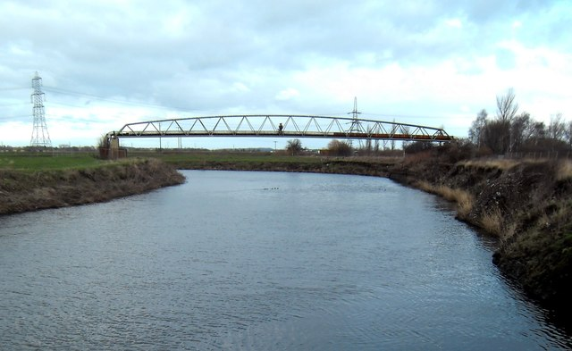 Pipeline crossing the River Aire below Knottingley Lock