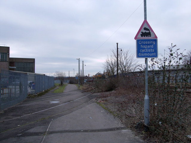 Level crossing, cyclepath beside BMW Mini factory