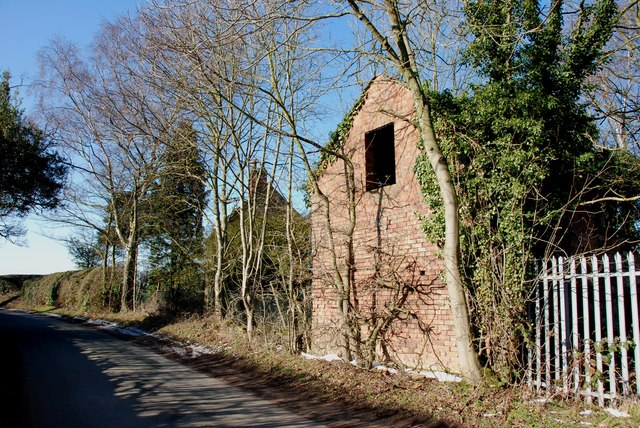 Derelict Keeper's Cottage and Barn on Footherley Lane