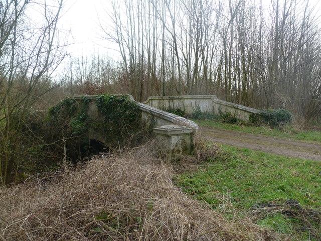 Moor Crichel, road bridge