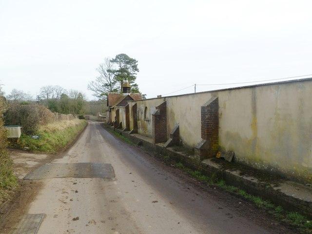 Moor Crichel, walls