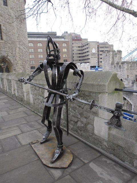 Soldier sculpture at The Tower of London (c)
