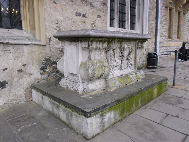 Tomb outside St Peter ad Vincula