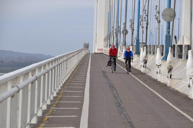 Severn Bridge : Cyclists on the Path
