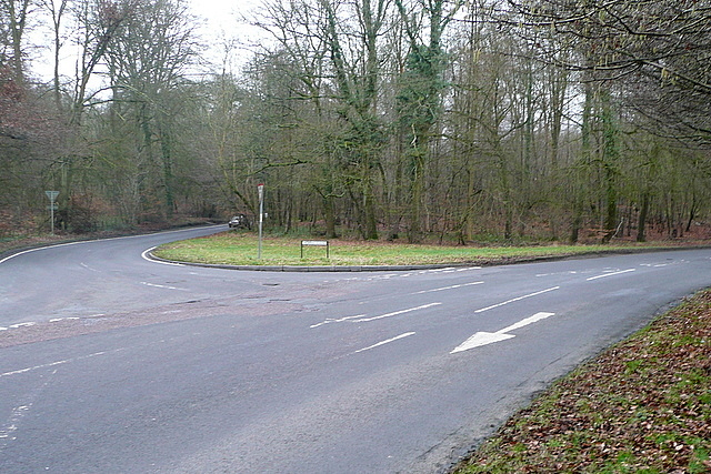 Lane End Road, junction with Horn's Lane