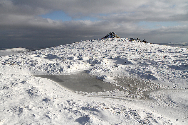 Winter conditions on Cairn Law