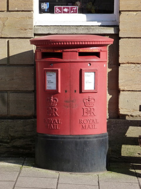 Sherborne: postbox № DT9 2000, Cheap Street
