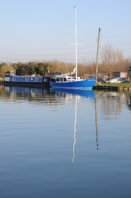 Moorings on the Gloucester and Sharpness Canal