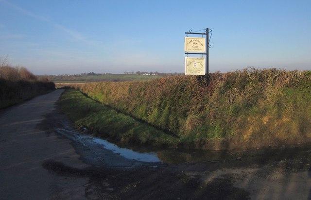 Road past Frankaborough Farm